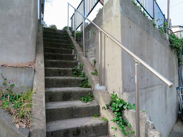 階段は50段以下であれば可